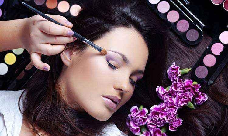 4 συμβουλές για μακιγιάζ που διαρκεί
