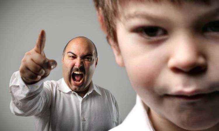 Οι φωνές δε... φοβερίζουν τα άτακτα παιδιά