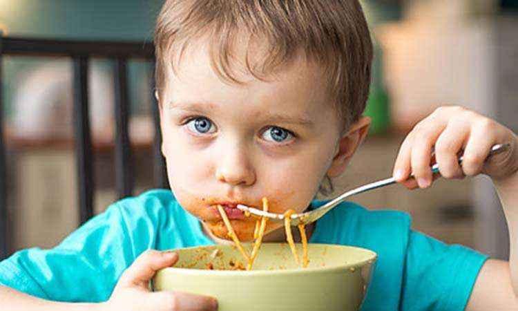 """Παιδική διατροφή: Οι """"απαγορευμένες"""" τροφές και οι κακές συνήθειες!"""