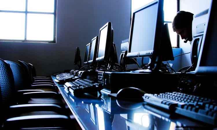 Ένας στους τρεις Έλληνες δεν έχει χρησιμοποιήσει ποτέ υπολογιστή