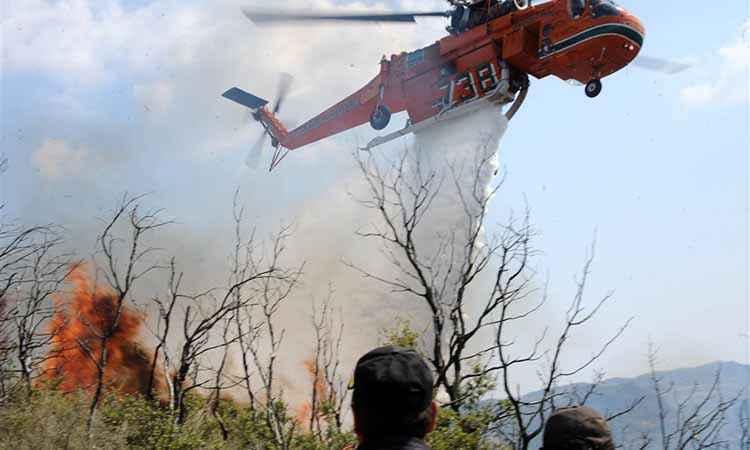 Αναζητούν δύο άτομα για την πυρκαγιά στο Αντισκάρι Ηρακλείου