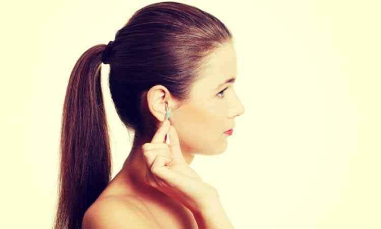 Γιατί δεν πρέπει να καθαρίζετε τα αυτιά με μπατονέτα