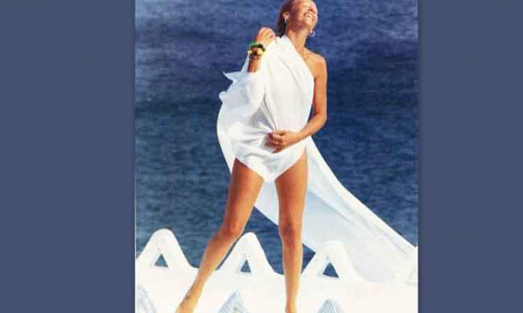 Η γυμνή φωτογράφιση της Ζωής Λάσκαρη στη Δήλο που εξόργισε την -τότε- ΝΔ