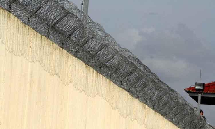 Μαχαίρια και κινητά στις φυλακές Τρικάλων