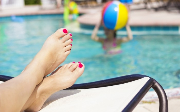 Πέντε μυστικά για απαλά και δροσερά πόδια
