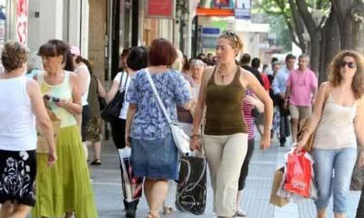 Πρεμιέρα με απεργία για τα ανοιχτά καταστήματα την Κυριακή