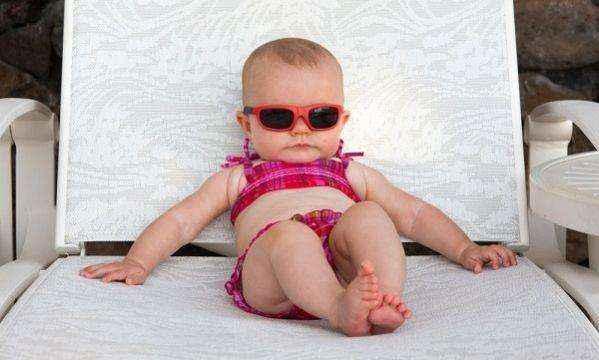 Απλοί τρόποι για να προστατεύστε το μωρό σας από τη ζέστη