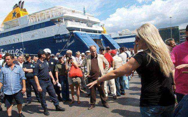 Βουλιάζουν από κόσμο τα λιμάνια της Αθήνας