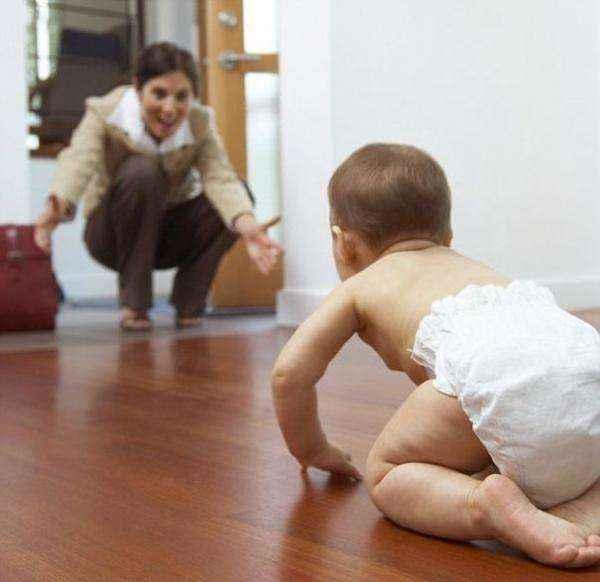 Δραστηριότητες που θα ενθαρρύνουν το μωρό να μπουσουλήσει