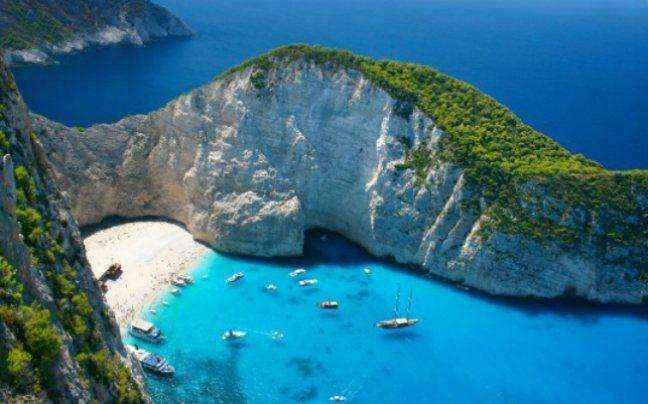 Είκοσι μαγευτικές παραλίες στην αγκαλιά των βράχων!