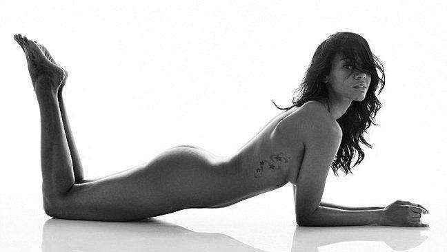 Η εγκυμονούσα Zoe Saldana γυμνή!