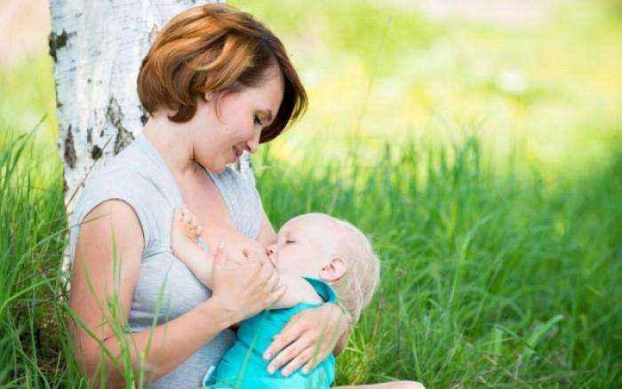 Η θηλασμός μειώνει τον κίνδυνο επιλόχειας κατάθλιψης