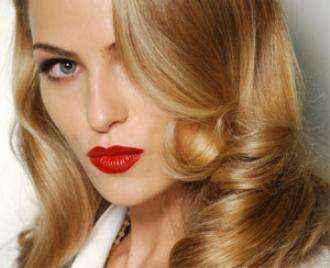Μεταμορφώστε τα μαλλιά σας με τρία tips
