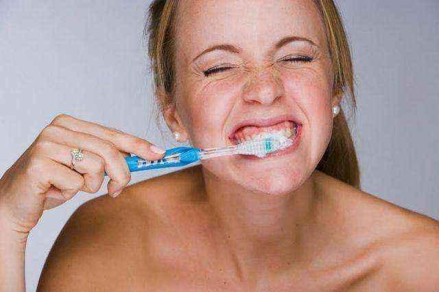Ποιος είναι ο καλύτερος τρόπος για να βουρτσίζετε τα δόντια σας