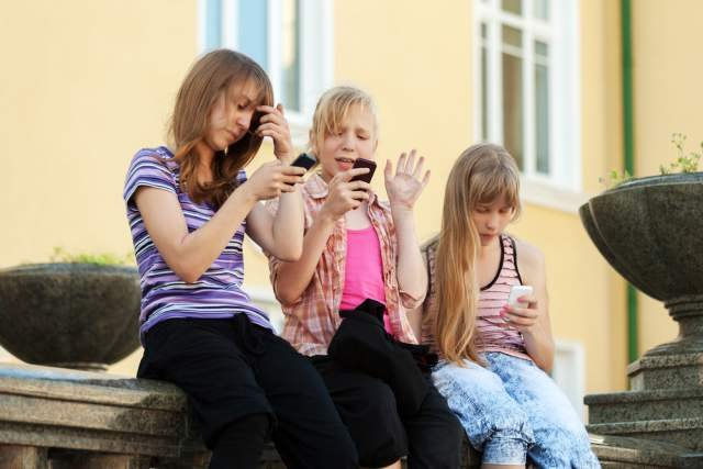 Πώς θα καταφέρετε το παιδί σας να μην αγνοεί τις κλήσεις σας