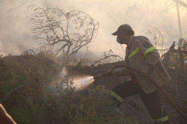 Σε ύφεση η πυρκαγιά στην Κόρινθο
