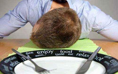 Τι συμβαίνει στον οργανισμό μας και θέλουμε να κοιμηθούμε μετά από το φαγητό; Γιατί μετά από ένα γεύμα νιώθουμε υπνηλία;