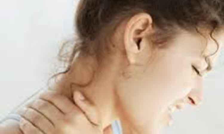 Υποφέρετε από πόνους στον αυχένα; Ξυπνάτε πιασμένοι; Ποιες οι αιτίες της αυχεναλγίας – του αυχενικού συνδρόμου, πως προλαμβάνεται;