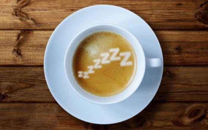 Γιατί πρέπει να πίνετε καφέ πριν το μεσημεριανό σας ύπνο