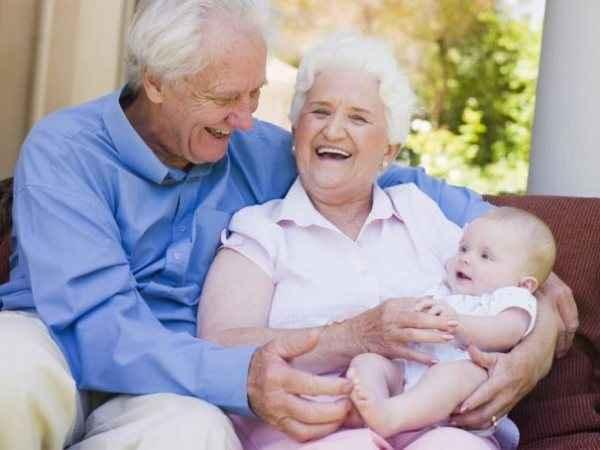 Γιατί τα παιδιά λατρεύουν τον παππού και τη γιαγιά