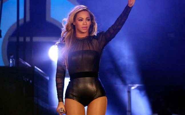 Η Beyonce τραγουδούσε play back αλλά το... ξέχασε
