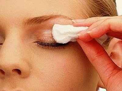 Πώς αφαιρείται το αδιάβροχο μακιγιάζ
