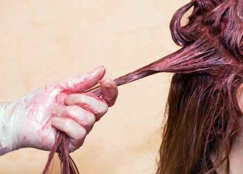 Πώς να σώσετε τα καμένα από τη βαφή μαλλιά