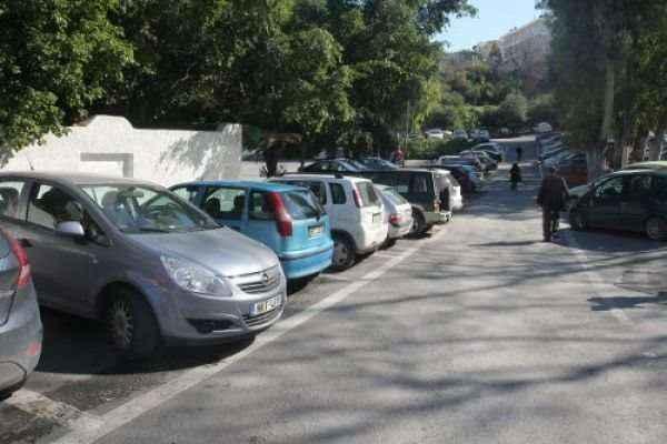 Τα Χανιά γέμισαν... αυτόκλητους παρκαδόρους
