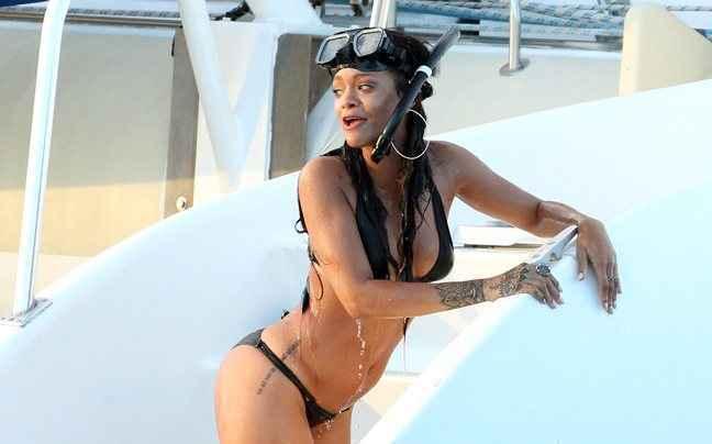 Το έριξε στις καταδύσεις η Rihanna