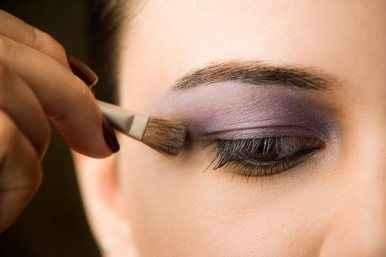 Βάλτε σκιά ματιών χωρίς λάθη