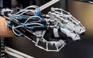Η βιονική τεχνολογία δίνει ελπίδα σε παράλυτους