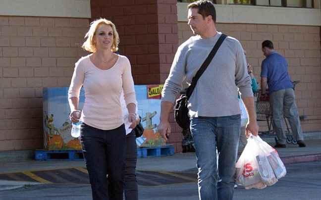 Η Britney Spears χωρίς extensions