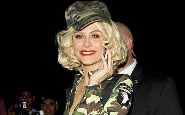 Η Maria Menounos με ξανθό καρέ μαλλί