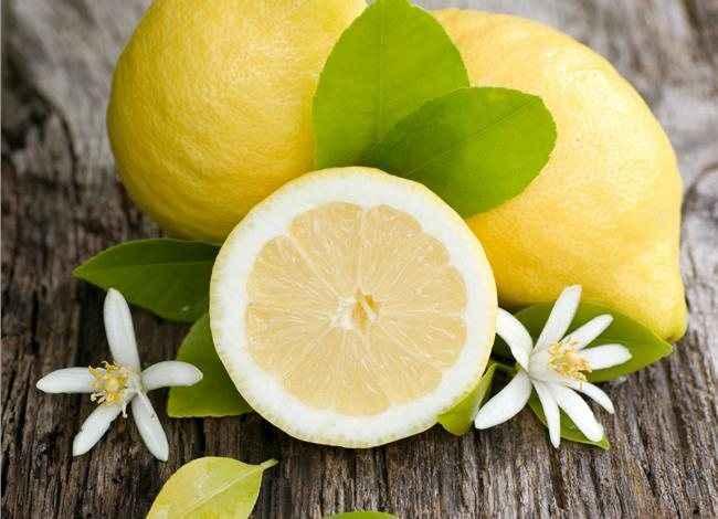 Λεμόνι και ζάχαρη άχνη για λαμπερό δέρμα