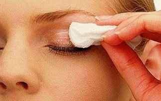 Ο σωστός τρόπος να αφαιρέσετε το μακιγιάζ