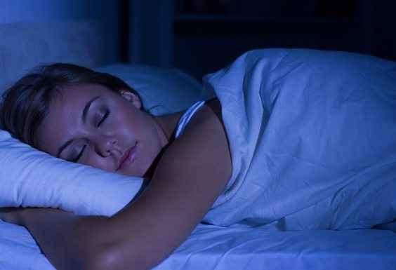 Ο ύπνος στο σκοτάδι βοηθά στο αδυνάτισμα