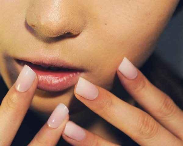 Πώς να διώξετε τα κίτρινα σημάδια από τα νύχια