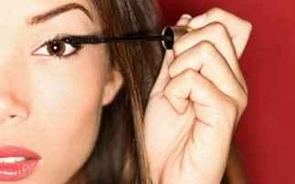 Τέσσερα διαχρονικά μυστικά για αψεγάδιαστο μακιγιάζ