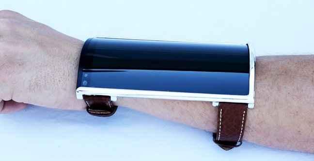 Το smartwatch... που φοριέται στο χέρι!