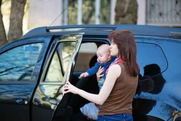 13 πράγματα που κάθε γονιός πρέπει να έχει στο αυτοκίνητο