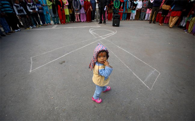 «Στοπ» σε 1,1 εκατ. μολύνσεις παιδιών από AIDS