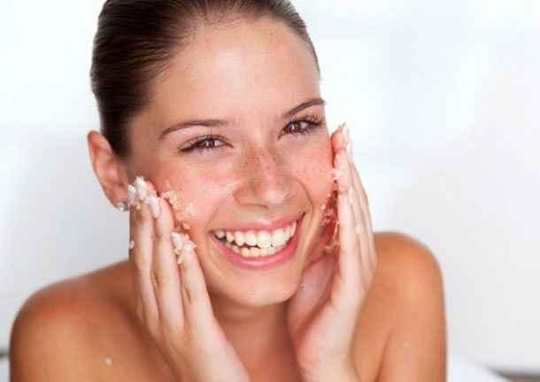 Βασικοί κανόνες για λαμπερό δέρμα χωρίς ακμή