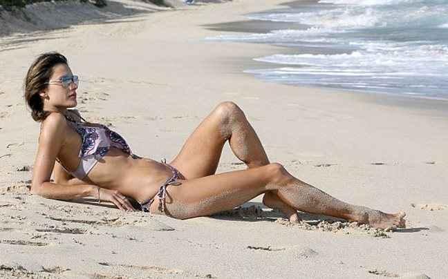 Διακοπές στην Καραϊβική για την Alessandra Ambrosio