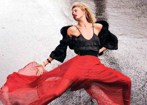 Η Martha Hunt σε μία σέξι φωτογράφιση