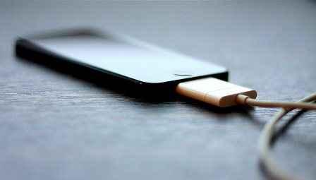 Νανομπαταρία θα φορτίζει τα κινητά σε μόλις 12 λεπτά
