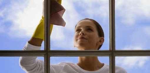Πώς να καθαρίσετε τα τζάμια σας με φυσικά καθαριστικά