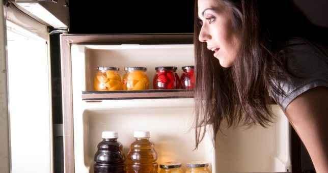 Τι δεν πρέπει καταναλώνουμε πριν πέσουμε για ύπνο