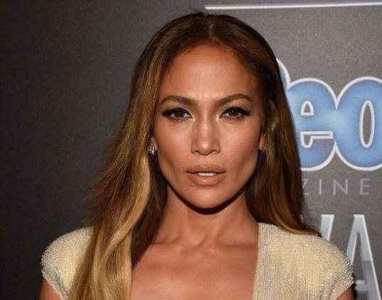 Άβυσσος το ντεκολτέ της Jennifer Lopez