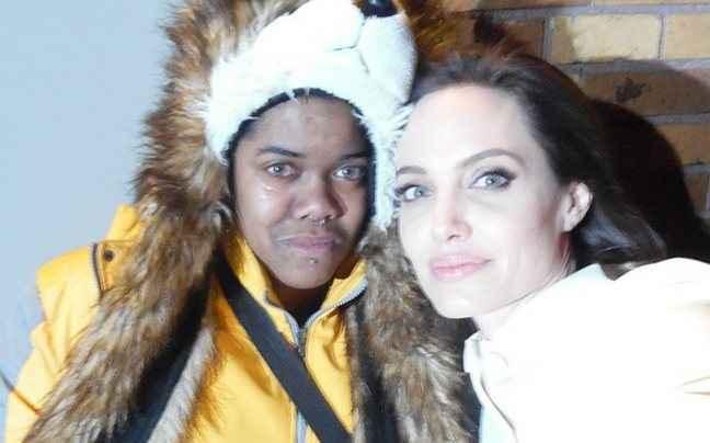 Έπαθε κρίση για μια selfie με την Αντζελίνα
