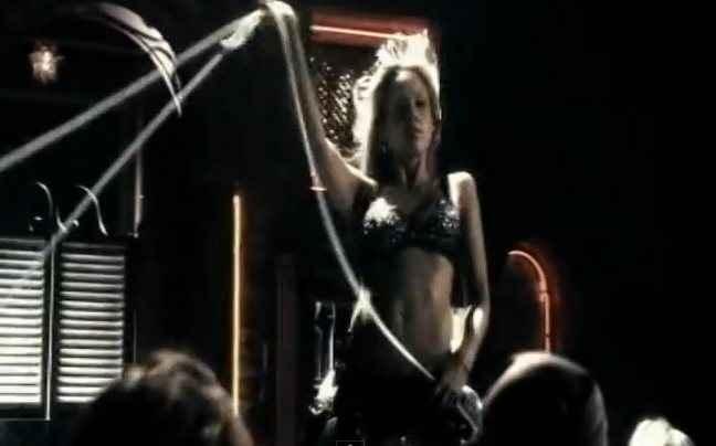 Έτσι γύρισε τη σκηνή της στρίπερ η Jessica Alba